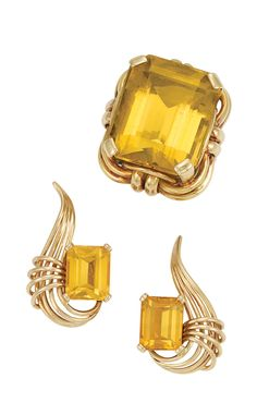 Gold and Citrine Ring and Pair of Earclips One emerald-cut citrine ap. 26.00 cts., 2 emerald-cut citrines ap. 5.50 cts., c. 1940 & 1950, ap. 22 dw