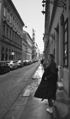 Daria krylova how to survive travelling with your ex Model Poses Photography, Street Photography, Travel Photography, Urbane Fotografie, Cool Photos, Beautiful Pictures, Amazing Photos, Street Portrait, Shooting Photo