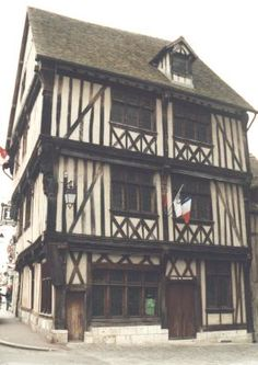 It is one of the oldest houses in Vernon. This corbelled construction dates back to XVth century. It has beautiful half-timbered façades and a carved corner post on the theme of the Annunciation.   Vernon, France