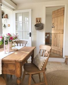 Interior Exterior, Home Interior Design, Interior Decorating, English Cottage Style, Cottage Interiors, Farmhouse Style Decorating, Home Renovation, Home Projects, Living Spaces