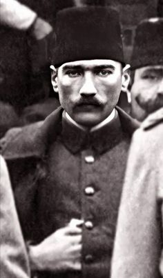 Kolağası (Kıdemli Yüzbaşı) Mustafa Kemal Bey (Atatürk) Manastır, 1909. Armin Van Buuren, The Legend Of Heroes, Smoke Art, Ulsan, Great Leaders, The Republic, World History, Old Photos, Che Guevara