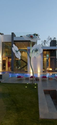 Love the flower sculpture in in the garden | Whipple Russell Architects