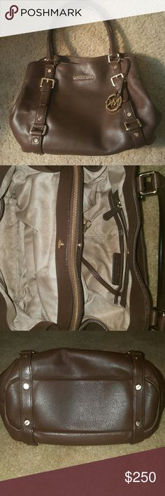 MK Brown Multiple Compartment  Shoulder Bag Authentic.Brown is so great for the fall! Gold hardware.... The best purse I've ever owned just want black.... 3 compartments as shown in pic 2.The middle one is a zipper.. The back of the purse had a handy pocket as well.... Minimal wear on the inside of bag and the outside is in EUC! Will keep this bag if I don't get a reasonabe offer! ✅Make an offer through OFFER button ONLY! ✅Negotiations welcome No low balling No trades  No PayPal MICHAEL…