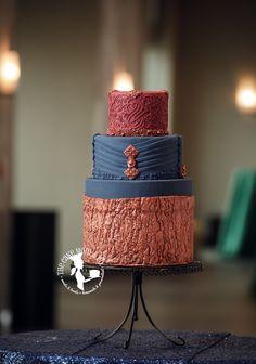 Inspired by fashion and nature. Wedding cake for 28th of Mae. Photo by Laura Mar Photography. #weddings #bridal #cake #cakedesign #weddingcake #thecakemomco
