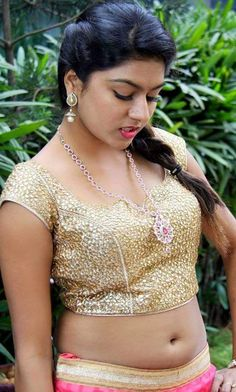 indian filmy actress: Hot Telugu Acress in Golden Blouse exposing Navel with juicy Clevage