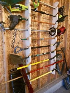 Tired of messy yard tools to take up space in your garage? The tool rack space has already helped many people create not only more space in your garage, but also easier access to your yard tools when needed! This is a design wall Diy Garage Storage, Garden Tool Storage, Storage Hacks, Shed Storage, Lumber Storage, Yard Tool Storage Ideas, Wall Storage, Power Tool Storage, Backyard Storage