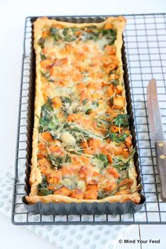 Zoete aardappel spinazie quiche - Mind Your Feed Vegan Dinner Recipes, Vegan Dinners, Vegetarian Recipes, Cooking Recipes, Cooking Ideas, Tarte Tartin, Tapas, Healthy Recepies, Healthy Food