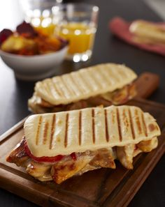 Chicken panini with three cheeses from the southwest St Sever Chicken Panini, Bruchetta, Cheese Ingredients, Tacos And Burritos, Paninis, Wrap Sandwiches, Grilling Recipes, Street Food, Food Network Recipes