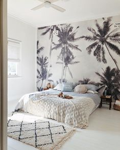 And it's Monday again. 🤷🏻‍♀️ Bedroom inspo for today via I mean that wallpaper is amazing 😍 this is some serious Room Ideas Bedroom, Bedroom Themes, Home Bedroom, Girls Bedroom, Bedroom Decor, Girl Room, Bedroom Inspo, Surfer Room, Aesthetic Room Decor