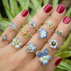 So beautiful repost @trademarkantiques For all you flower ring enthusiasts... You know who you are We just finished some new flower rings and have more on the way in the coming weeks. Most of these are now listed in our shop. #showmeyourrings #lovegold #lovegoldlive #flowerring #flowerjewelry #flowerjewellery #bloom #blooms #finejewelry #finejewellery #antiquejewelry #vintage #vintagejewelry #antique #enamel #ring #rings #statementring #ringlarty #bohemian #boheme #boho #b...