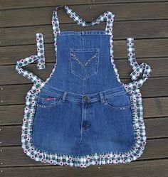 thyme 2 craft: Recycled Denim Jeans Thymian 2 Handwerk: Recycled Denim Jeans ideas for jeans Sewing Aprons, Sewing Clothes, Diy Clothes, Jean Crafts, Denim Crafts, Artisanats Denim, Denim Purse, Jean Diy, Jean Apron