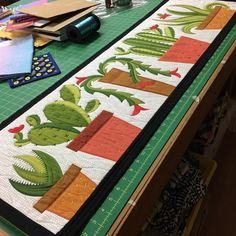My little cactus quilt is destined to become a pattern and perhaps a workshop. The Christmas cactus by Jane Sassaman Patchwork Quilt, Applique Quilts, Quilted Table Toppers, Quilted Table Runners, Small Quilts, Mini Quilts, Bed Quilts, Southwestern Quilts, Christmas Quilting Projects