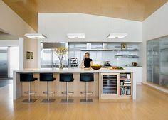 """A cozinha agrega as pessoas, exercendo um papel de extrema importância em um """"lar""""."""