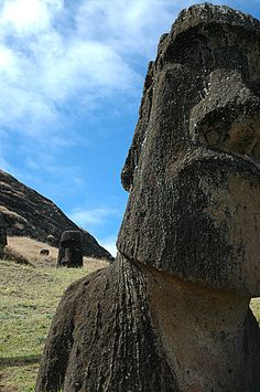 A Definite trip .to offer a piece of gum to an Easter island head Oh The Places You'll Go, Places To Travel, Places To Visit, Rafting, South America, Latin America, Easter Island, Adventure Is Out There, Historical Sites