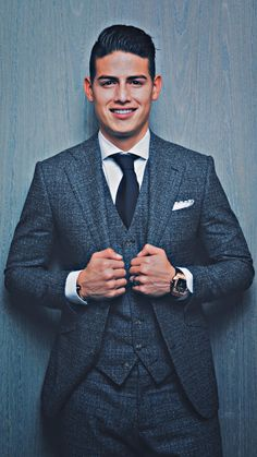 James Rodriguez, Football Is Life, Football Boys, Equipe Real Madrid, Fc Bayern Munich, Sports Celebrities, Three Piece Suit, Suit And Tie, Gorgeous Men