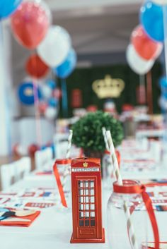 London inspired birthday party | Photography: Nisha Ravji - www.nisharavji.com Read More: http://www.stylemepretty.com/living/2014/09/05/london-calling-1st-birthday-party/