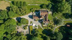 Wilde Campingplätze in der Schweiz: Vom Engadin bis ins Wallis Wilde, Surfer, Wallis, Golf Courses, Mansions, House Styles, Learn To Surf, Modern Wood House, Sailing