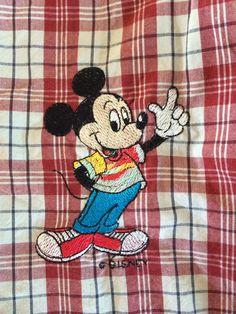 Attention Mickey est dans la place.Laeti-Broderie