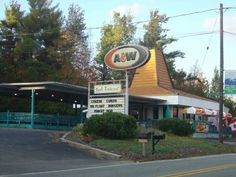 Eating out meant going to the A & W drive in restaurant for root beer, Mama or baby burgers and onion rings. My dad would take us there & I could never finish the baby root beer. Vintage Restaurant, Fast Food Restaurant, Restaurant Signage, Best Root Beer, A&w Restaurants, Off The Map, Thanks For The Memories, Retro Recipes, Ol Days