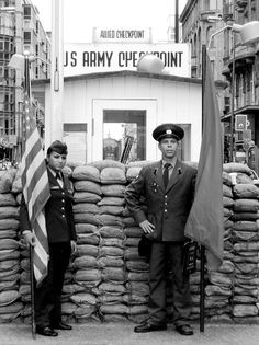 FACTS ¥ checkpoint charlie, berlin/the cold war. Military Photos, Military History, World History, World War Ii, Checkpoint Charlie, History Magazine, Arms Race, East Germany, Berlin Wall