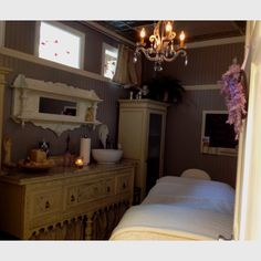 Lynn Marie skin care at Salon L// Skin Care // Esthetician Treatment Room // Massage Therapy // Esthetics