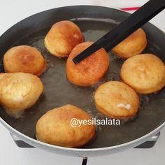 Pazar kahvaltıları keyfi bambaşkadır 😍😍👌 Kahvaltilariniza lezzet katicak Anne Pisisi tarifim var sizlere ...Annem göz kararı yapar ve nefis…