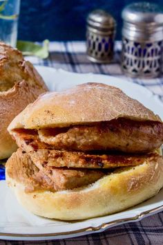Bifana is a traditional Portuguese sandwich prepared with papo seco (bread roll) and marinated pork cutlets, on which the cooking juices are drizzled. Pork Cutlet Recipes, Pork Recipes, Cooking Recipes, Pork Fillet, Pork Cutlets, Sandwich Recipes, Appetizer Recipes, Pork Sandwich, Chefs