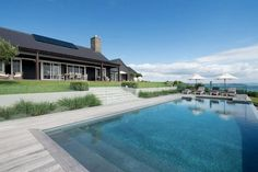 Backyard to Die For at a Modern Barn House in New Zealand - Nordic Design Modern Barn House, Country Modern Home, Country Homes, Country Pool, Barn Pool, Backyard Barn, Backyard Ideas, Australia House, New Zealand Houses