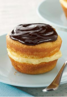 Boston Cream Pie Minis – Small and mighty, these Boston Cream Pies are mini in size but have all the big, classic flavors: sweet cake, vanilla filling and a swirl of chocolate.
