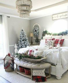 35 Farmhouse Christmas Bedroom Decorating Ideas - Decoration for All Decoration Christmas, Farmhouse Christmas Decor, Cozy Christmas, Rustic Christmas, Farmhouse Decor, Christmas Holidays, Xmas, Farmhouse Ideas, Christmas Ideas