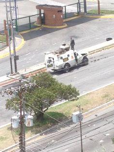 Si es así, están cayendo de a una por día #4A RT@Isabellapaezc Quemaron una tanqueta en Av Las Américas #Mérida pic.twitter.com/ymlGp7FBSV