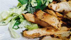 Poitrines de poulet marinées au yogourt, salade crémeuse de pois à la menthe