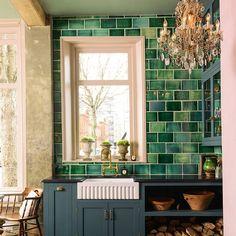 Beste Badezimmer Ideen Grau Grün U-Bahn Fliesen 38 Ideen Green Tile Backsplash, Kitchen Backsplash, Kitchen Colour Schemes, Kitchen Colors, Kitchen Themes, Kitchen Decor, Kitchen Ideas, Green Subway Tile, Subway Tiles