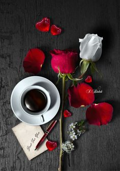 §🌟🌟🌟 Coffee and Flowers Coffee Latte, Best Coffee, My Coffee, Coffee Time, Coffee Cups, Tea Time, Good Morning Coffee, Coffee Break, Coffee Pictures