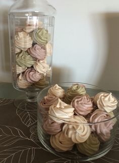 Μαρέγκες Glass Vase, Good Food, Candy, Fun, Home Decor, Decoration Home, Room Decor, Sweets, Home Interior Design