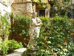 17th & 18th Century garden statues in secret Venetian garden | The Decorating Diva, LLC #blogtourmilan #venice #gardens
