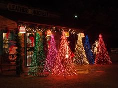 Christmastime at Metamora, IN I have to get to the Christmas Walk ...