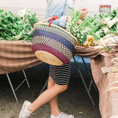 We caught Valorie Darling being super cute at the farmers market.