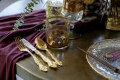 Wedding place setting with gold and maroon touches for harry potter theme Harry Potter Style, Harry Potter Wedding, Harry Potter Theme, Whimsical Wedding Theme, Wedding Reception Decorations, Table Decorations, Wedding Place Settings, Decor Styles, Gold