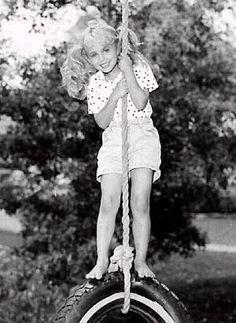 JonBenet Ramsey was a beautiful little girl who was murdered in her own home at… John Bennett Ramsey, Death Pics, Jonbenet Ramsey, Famous Murders, Celebrity Stars, Beautiful Little Girls, Crime