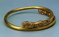 Torque made of two hollow tubes with figures of animals at the ends centuries BC Place of origin unknown Siberian Collection of Peter I Gold, turquoise Ancient Jewelry, Antique Jewelry, Gold Jewelry, Vintage Jewelry, Russian Jewelry, Roman Jewelry, Animal Fashion, Ancient Artifacts, Modern Jewelry
