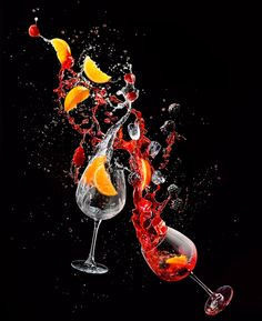 Photograph Piotr Gregorczyk Drinks In Motion Hibiscus Gin And Tonic on One Eyeland Cocktail Photography, Glass Photography, High Speed Photography, Still Life Photography, Splash Fotografia, Technique Photo, Martini, Fruit Art, Gin And Tonic