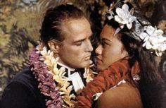 Marlon Brando and Tarita Teriipia on the set of Mutiny on the Bounty, Marlon Brando, Olivia Wilde, Jenna Coleman, Brad Pitt, Mutiny On The Bounty, Films Cinema, Glamour Photo, Gene Kelly, Gone Girl