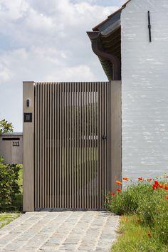 Front Gate Design, House Gate Design, Door Gate Design, Metal Garden Gates, Garden Doors, Fence Doors, Entrance Gates, Backyard Gates, Patio Railing