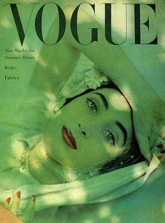 Vogue Magazine Cover in Green - Shot by Herbert Matter. Carmen Dell'orefice, Vogue Magazine Covers, Fashion Magazine Cover, Fashion Cover, Vogue Uk, Vogue Fashion, Fashion Photo, Francesco Scavullo, Old Magazines