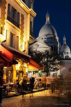 Bistrot - Montmartre Street And Sacre Coeur, Paris