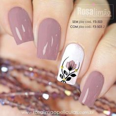 Rosa vieja, blanco, negro y amarillo Perfect Nails, Gorgeous Nails, Stylish Nails, Trendy Nails, Spring Nails, Summer Nails, Flower Nail Designs, Butterfly Nail, Butterfly Pattern