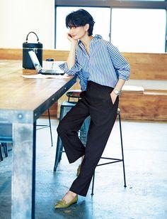カジュアルOK!な日にも。働く女の黒パンツコーデMarisol ONLINE|女っぷり上々!40代をもっとキレイに。