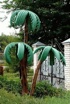 Who says you can't grow palm trees!  Pin it to Save it!!  #palmtrees #retired #tires