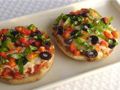 English muffin veggie pizzas: 250 calories per whole english muffin- good idea for lunch. vegetarian-recipes